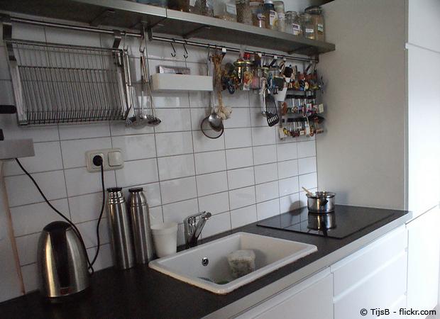 Kleine Küche in weiß