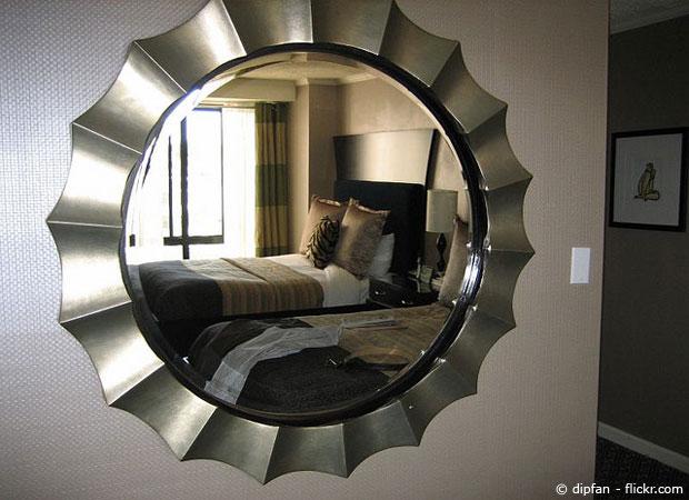 spiegel befestigen kleben oder bohren wohnen. Black Bedroom Furniture Sets. Home Design Ideas