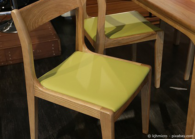 Stuhl neu beziehen und richtigen Stoff aussuchen