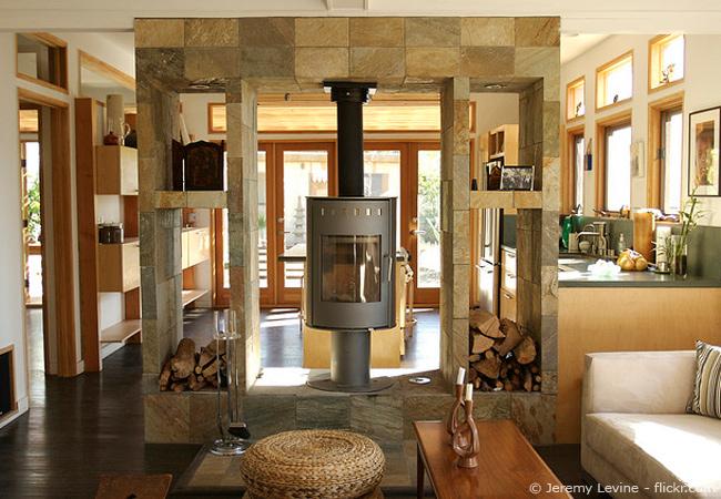 Raumtrenner-Ideen: mit Stein gemütliche Wohnräume schaffen