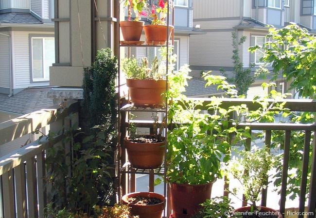 einen kleinen balkon gestalten: tipps und tricks zum einrichten, Gartengerate ideen