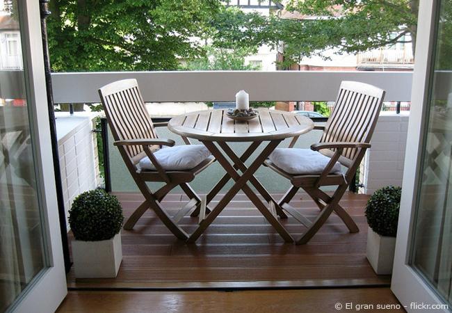 einen kleinen balkon gestalten tipps und tricks zum. Black Bedroom Furniture Sets. Home Design Ideas