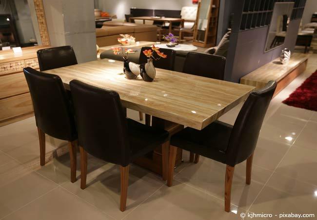 Ein schöner Holztisch