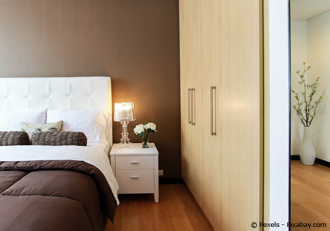 Schlafzimmer in Brauntönen