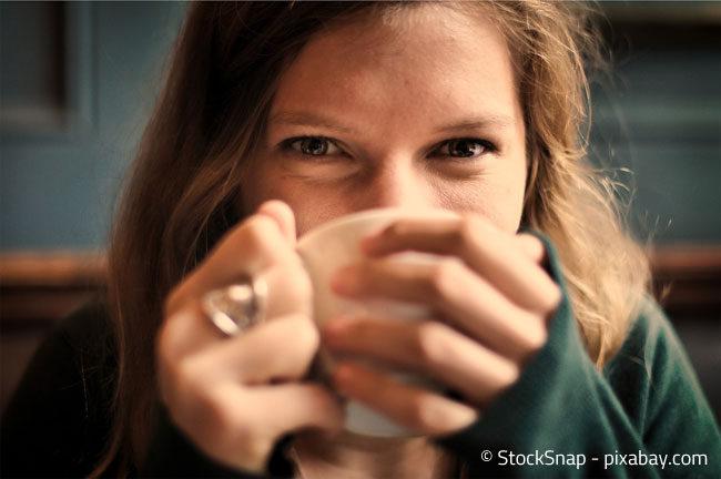 Im Winter eine heiße Tasse Kaffee auf dem Balkon zu genießen kann herrlich sein!