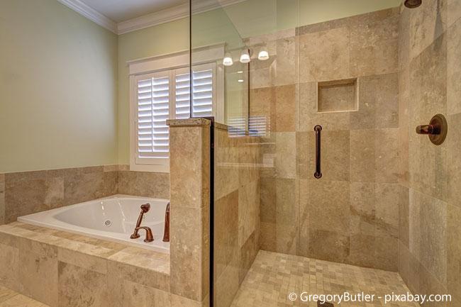 Jetzt schon an später denken mit einer bodentiefen Dusche im Badezimmer
