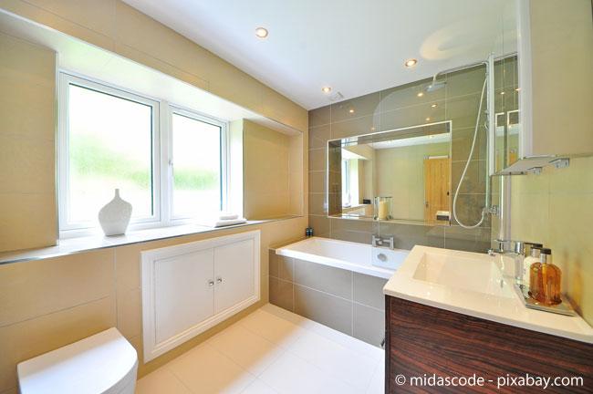 Gedeckte Farben und Cremetöne passen wunderbar ins Badezimmer