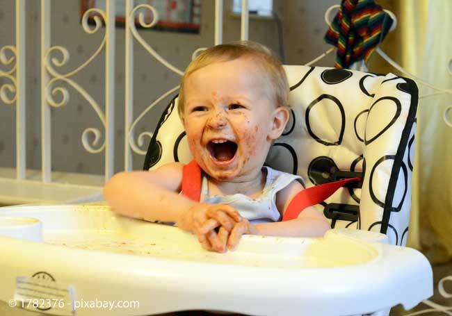Achten Sie auf einen kindersicheren Stuhl für die gemeinsamen Mahlzeiten