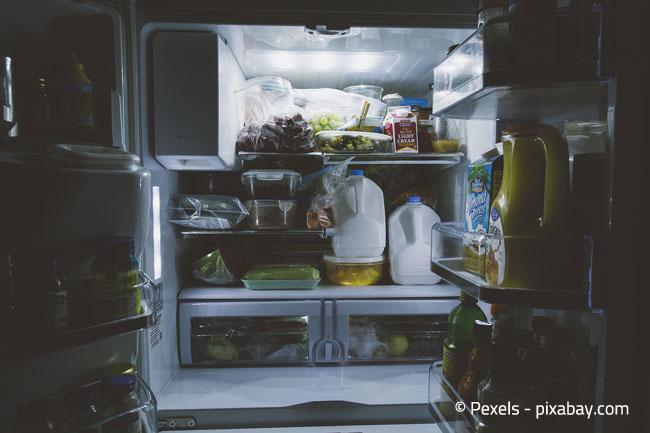 Kontrollieren Sie Ihren Kühlschrank vor der Abreise auf verderbliche Lebensmittel