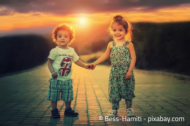 Bei einem gemeinsamen Kinderzimmer sollte der Altersunterschied der beiden Kinder nicht zu groß sein, um unnötige Konflikte zu vermeiden