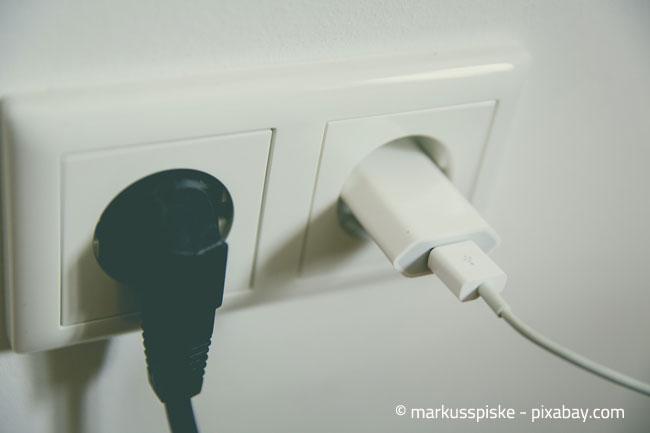 Trennen Sie Elektrogeräte, welche gerade nicht in Benutzung sind, vom Stromnetz