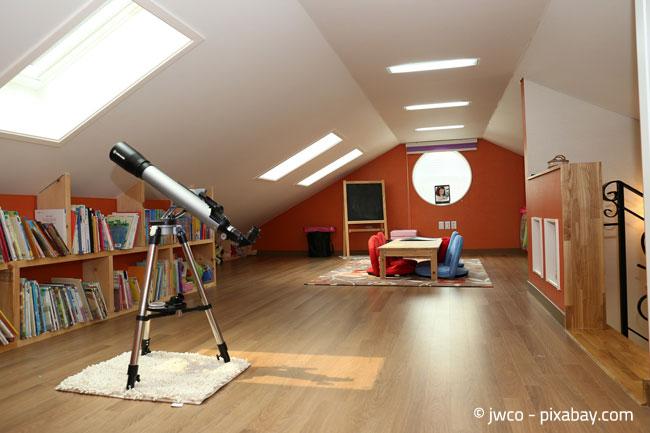Dachgeschosswohnungen können durch ihre Dachschrägen besonders gemütlich wirken