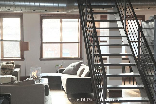 Offene Treppen: Klassisch für eine Maisonette Wohnung
