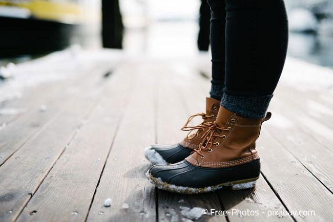 Nach einem ausgedehnten Spaziergang bei Nässe sollten Sie Ihre Schuhe am besten mit Zeitung ausstopfen, damit diese gut trocknen können.
