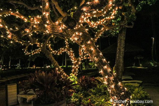 Weihnachtsbeleuchtung kommt nur in der Dunkelheit richtig zur Geltung