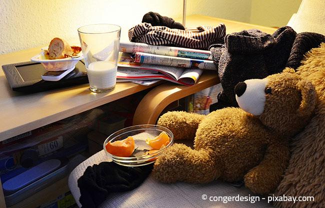 In jedem Raum finden Sie vermutlich herumliegende Sachen. Räumen Sie diese zunächst auf, bevor Sie sich ans Putzen machen.