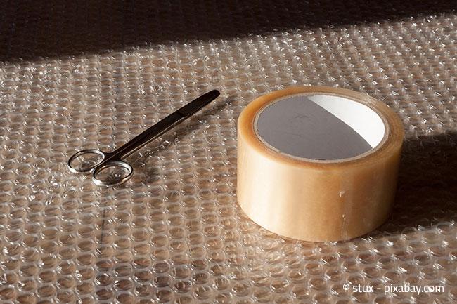 Luftpolsterfolie ist wunderbar, um Ihre Möbel vor Schrammen zu schützen.
