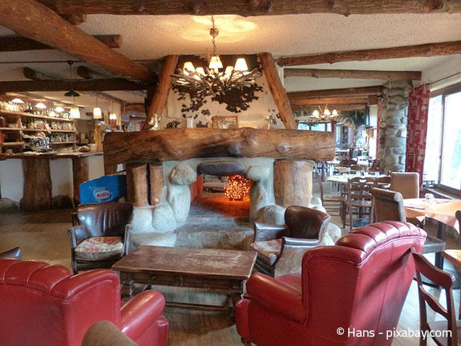 Darf es etwas rustikaler sein? Große und schwere Sessel sind in Lounge-Bereichen sehr gemütlich!