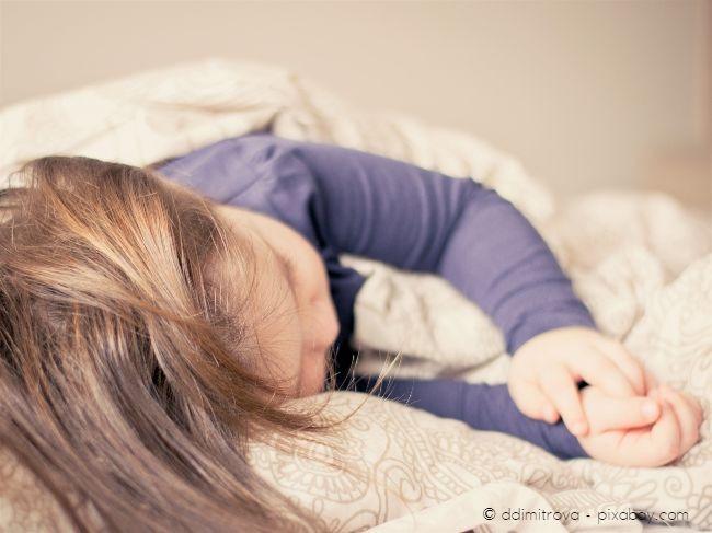 Experten empfehlen, ein Hochbett nicht vor einem Alter von 6 Jahren anzuschaffen. Sicherheit geht hier stets vor.