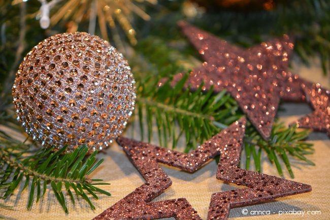 Mit Tannengrün können Sie zauberhafte weihnachtliche Arrangements zaubern