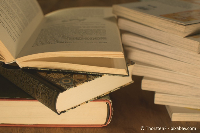 Vergessen Sie nicht, zwischendurch auch einmal Ordnung in Ihrem Bücherregal zu schaffen.