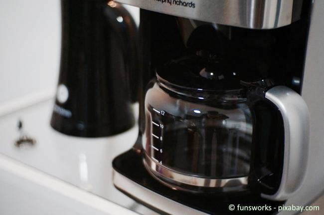 Kaffeemaschine und Wasserkocher sind besonders anfällig für Verkalkungen.