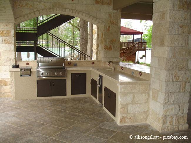 Der geeignete Platz ist wichtig für eine Outdoor-Küche.