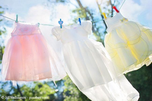 Für duftend frische Wäsche geben Sie einfach etwas Lavendel- oder Rosenwasser in die Weichspülkammer.