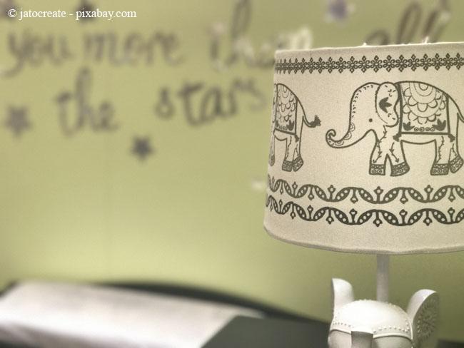 Lampen im kindgerechten Design passen perfekt in jedes Babyzimmer.