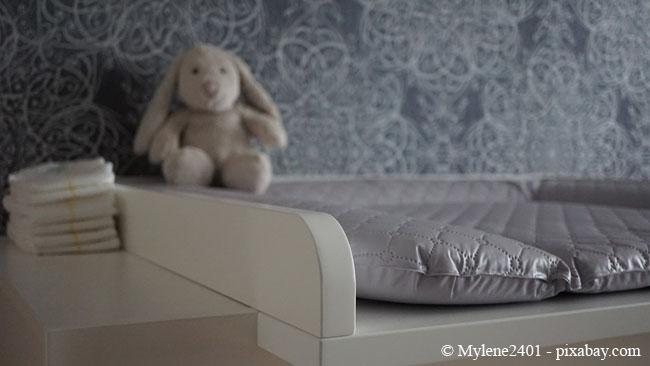 Ein Babyzimmer sollte auch praktisch eingerichtet sein, damit Sie alle Utensilien stets griffbereit haben.