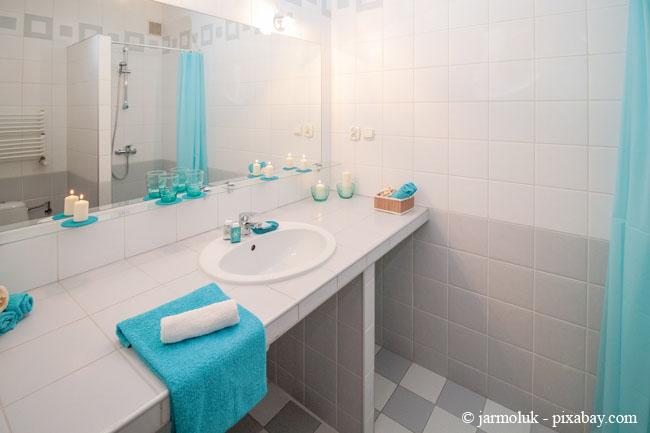 Bunte Accessoires sorgen in jedem Bad für einen Hingucker.
